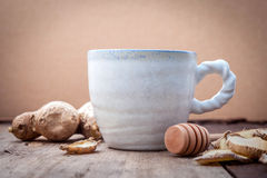 Koppen van aftreksel met gember en honing Royalty-vrije Stock Afbeeldingen