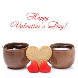 Koppen van koffie, koekjes en suikergoed in de vorm van hart Royalty-vrije Stock Foto's