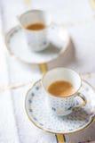 Koppen van koffie op de lijstverticaal Royalty-vrije Stock Fotografie