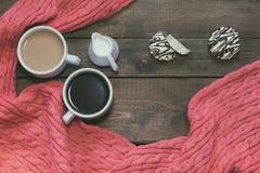 Koppen van koffie op donkere houten achtergrond Royalty-vrije Stock Foto