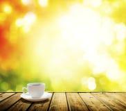 Koppkaffe och höst Arkivfoto