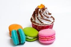 Koppkaka och Macaron Royaltyfri Fotografi