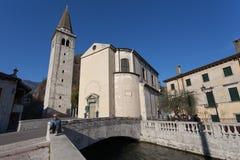 Koppla av att besöka det forntida medioeval stället, Serravalle, Vittorio Ven Royaltyfria Foton