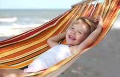 koppla av för barnhängmatta royaltyfria bilder