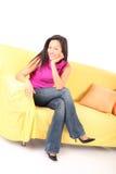 koppla av för soffa royaltyfria foton