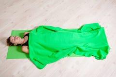 Koppla av för yoga Fotografering för Bildbyråer