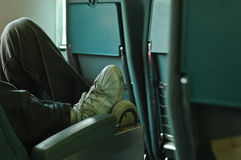 Koppla av fot på en bussplats Royaltyfri Foto