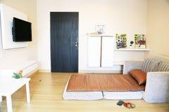 Koppla av hörnet och inre med varmt ljus från solen Koppla av dagen i sovrum på fri dag Mening kopplar av, och känna sig tyck om arkivfoton