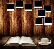 Koppla av med kaffe- och godaminnen Arkivbild