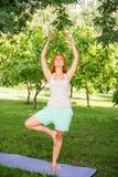 Koppla av med yoga Royaltyfria Bilder