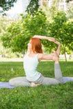 Koppla av med yoga Royaltyfri Fotografi
