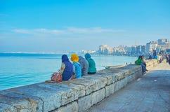 Koppla av på kusten av Alexandria, Egypten Arkivbild