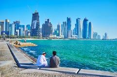 Koppla av på kusten av Doha, Qatar Fotografering för Bildbyråer