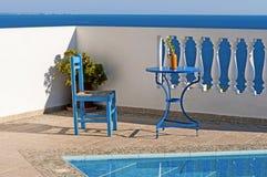 Koppla av på poolsiden Fotografering för Bildbyråer