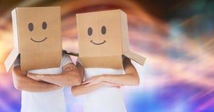 Koppla ihop bärande kartonger på huvudet med smileys som dras på det Royaltyfria Foton