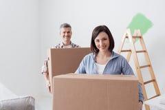 Koppla ihop flyttningen in i ett nytt hus arkivfoto