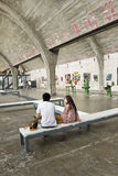 Koppla ihop inom ett galleri på Peking Dashanzi Art District, Kina Arkivfoton