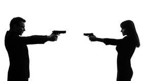 Koppla ihop kvinnamanen i duellsilhouette Fotografering för Bildbyråer