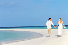 Koppla ihop på härligt strandbröllop Arkivbilder