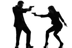 Koppla ihop silhouetten för brottslingen för medlet för kvinnamanen den detektiv- hemliga Royaltyfri Foto