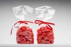 Koppla samman eleganta plastpåsar av den syrliga jordgubben för gåva Royaltyfri Bild