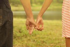 Kopplar ihop förhållande, förälskelsebegrepp Arkivbild