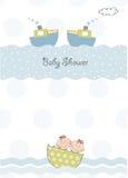 Kopplar samman baby showerinbjudan Arkivfoto