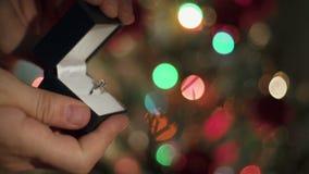 Koppling Ring Proposal Close Up Hands för julillustration för bakgrund härlig vektor för tree lager videofilmer