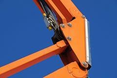 Kopplingsbeståndsdelrör i det hydrauliska systemet av traktoren tryck leda i rör konstruktionsmaskineri Fotografering för Bildbyråer