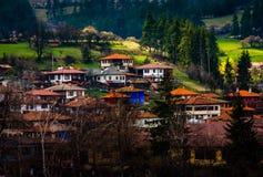 Koprivshtitsa stad i Bulgarien fotografering för bildbyråer