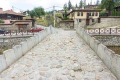 Koprivshtitsa w Bułgaria: Kamienny most w centrum Obrazy Stock