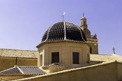 Kopuła z ceramicznymi płytkami w kościelnym Relleu, Alicante prowincja, Hiszpania zdjęcia royalty free
