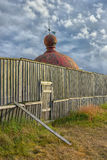 Kopuła latarnia morska za ogrodzeniem Obrazy Royalty Free
