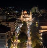 Korçe Albania en la noche en un día frío de la caída imagen de archivo libre de regalías