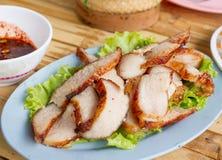 Kor Moo Yang con Nahm Jim Jaew (collo arrostito della carne di maiale con i Di di Issan Immagine Stock Libera da Diritti