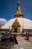 Kora runt om Swayambhunath Stupa Nepal Kathmandu Royaltyfri Foto