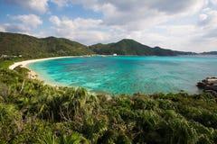 Koraalrif naast het strand in Okinawa, Japan Stock Foto