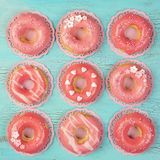 Korali barwioni donuts zdjęcie stock