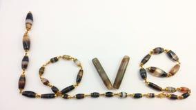 Koraliki w kolii odizolowywającej na białym tle Ustawiony jako miłości słowo Obraz Royalty Free