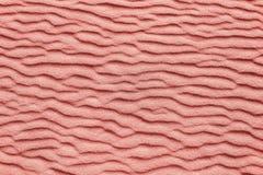 Koralowy kolor kolor rok 2019 - Abstrakcjonistyczna organicznie tekstura, piasek fale - żyjący koral - zdjęcie stock