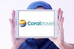 Koralowy podróży wycieczki turysycznej agenci logo zdjęcia royalty free