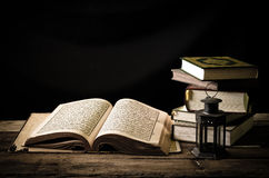 Koran - Heilige Schrift der Moslems stockfoto