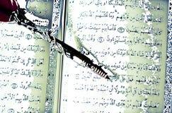 Koran, het heilige boek van Islam, en een oude pen vector illustratie