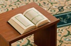 Koranen - bok av Muslims Fotografering för Bildbyråer