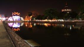 被恢复的城市在池塘附近装门在Korat 免版税图库摄影