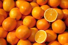 Korb der Orangen Stockfotos