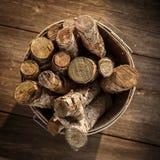 Korb des Brennholzes Stockbild