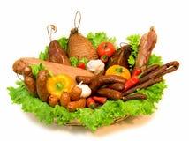 Korb des Fleisches und des Gemüses lizenzfreies stockfoto