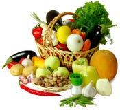 Korb des Gemüseisolats Stockfotos