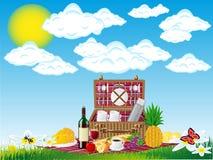 Korb für ein Picknick mit Tafelgeschirr und Nahrungsmitteln Stockbilder